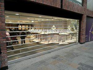 کرکره پلی کربنات نصب درب مغازه